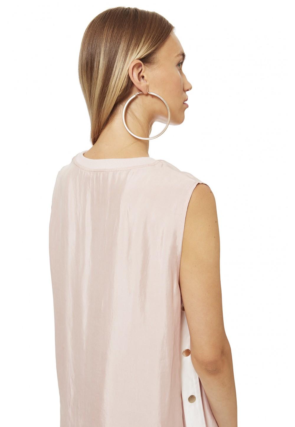 Блуза без рукавов свободного кроя