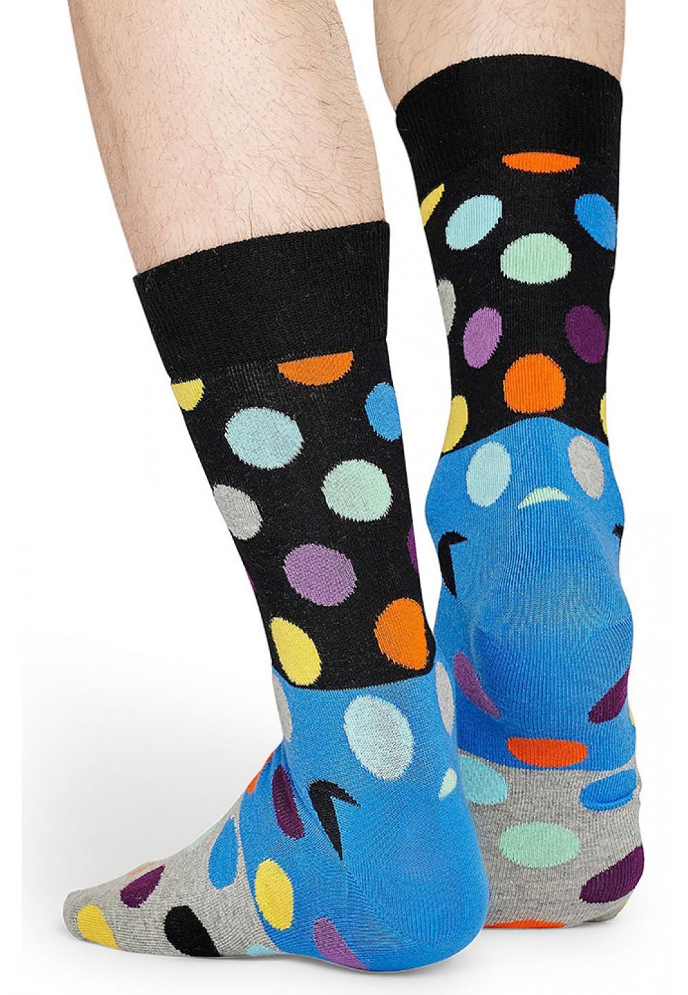 Яркие носки в горох