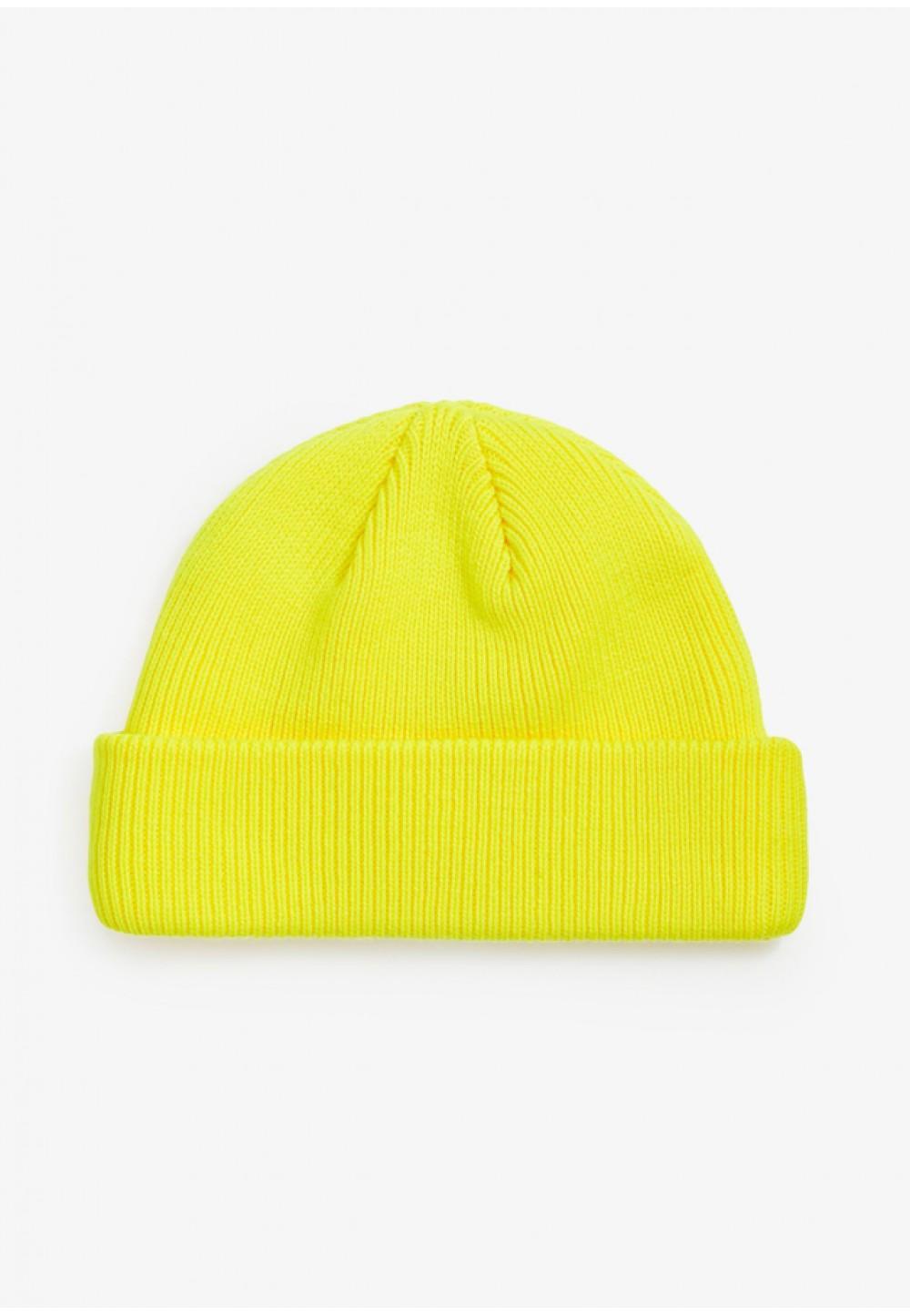 Яркая шапка с логотипом