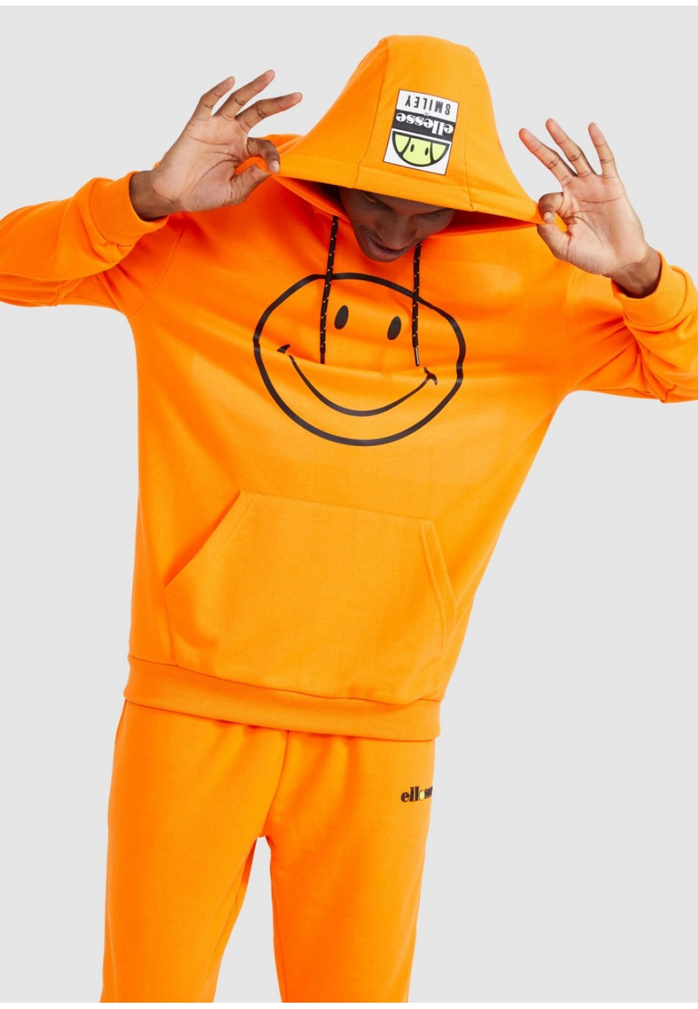 Яркий оранжевый худи