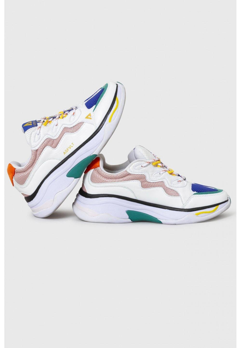 Разноцветные спортивные кроссовки