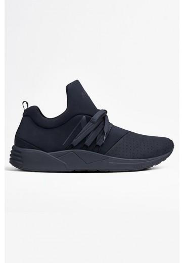 Однотонные кроссовки