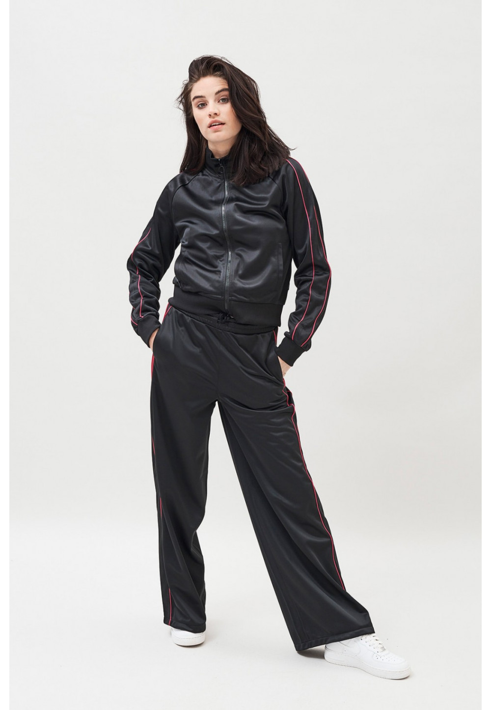 Спортивные брюки свободного кроя