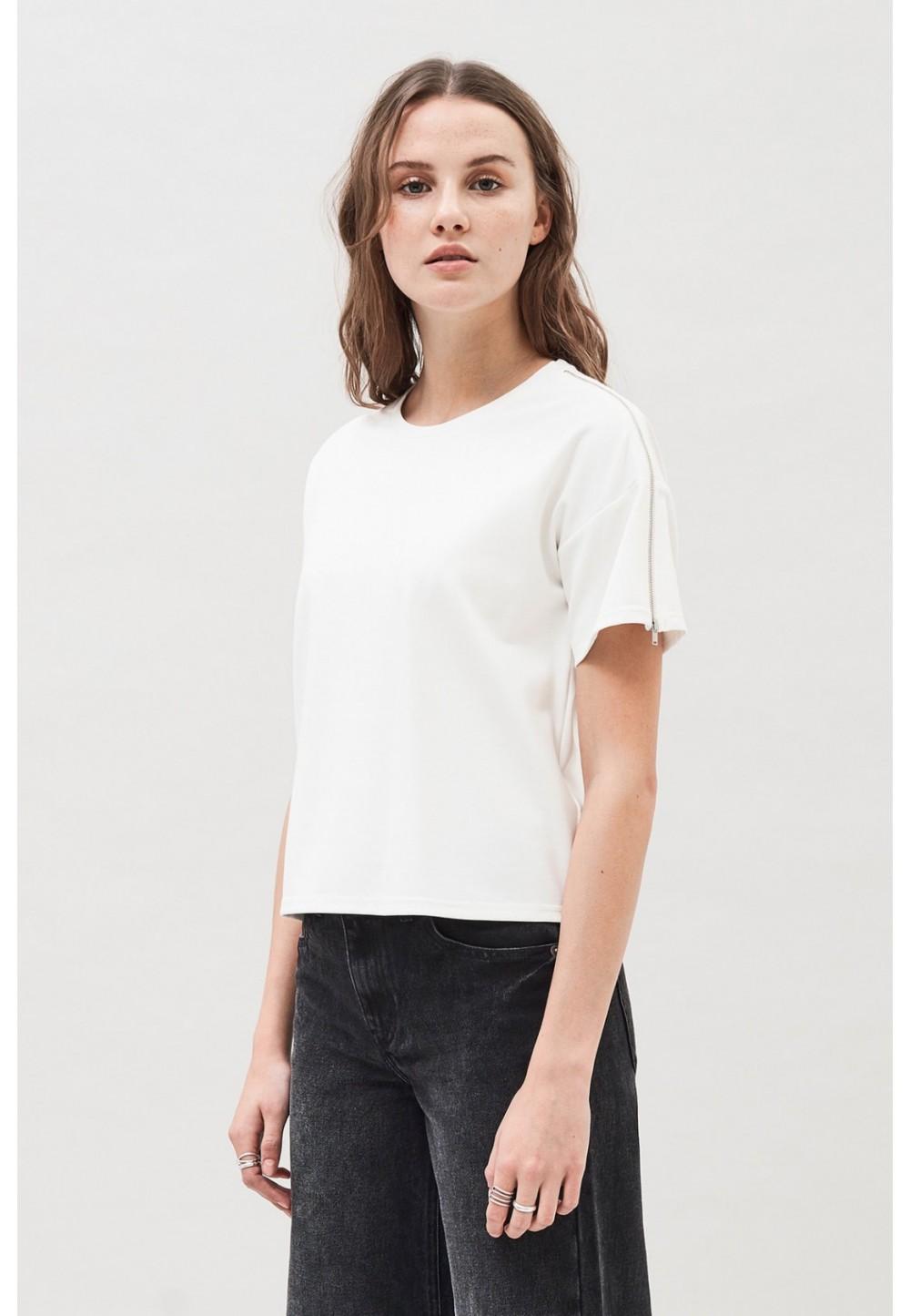 Белая футболка на молнии