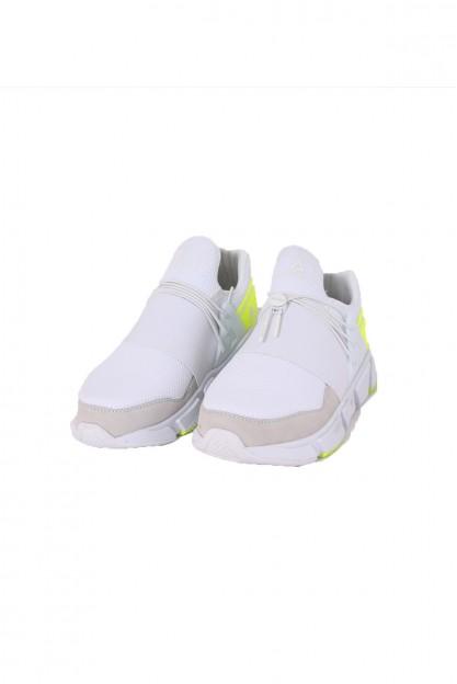 Белые кроссовки с желтыми вставками