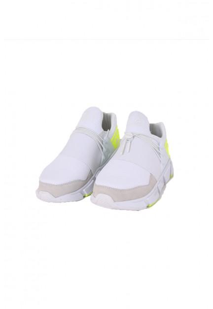 Білі кросівки з жовтими вставками