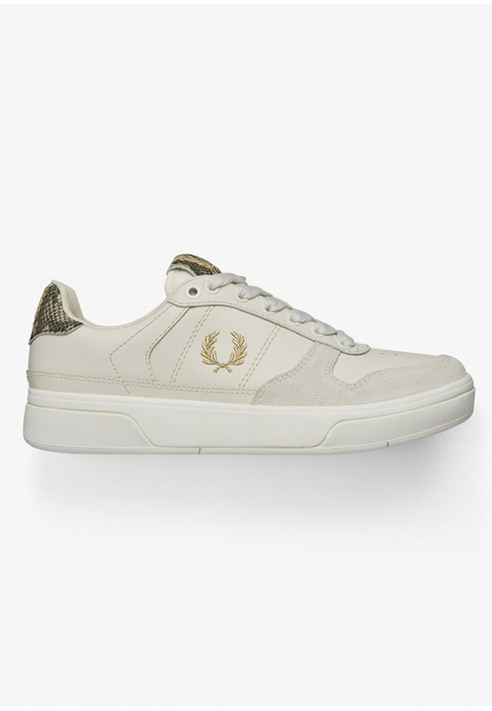 Белые кроссовки с логотипом