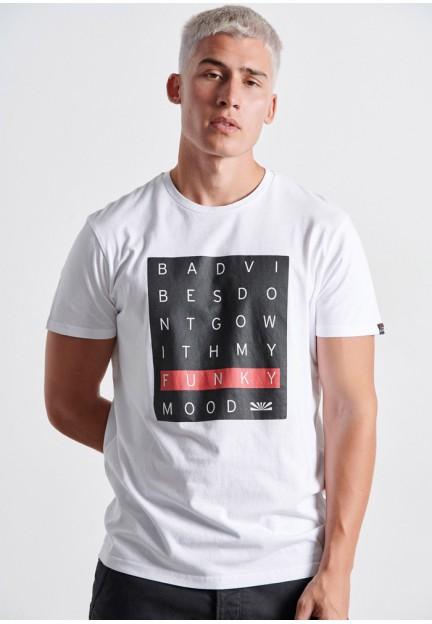 Белая мужская футболка с принтом