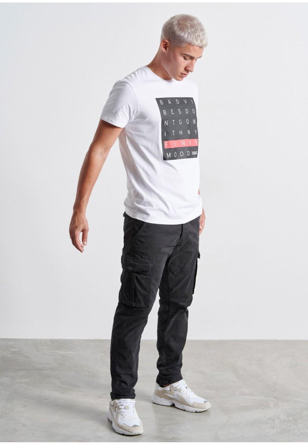 Біла чоловіча футболка з принтом