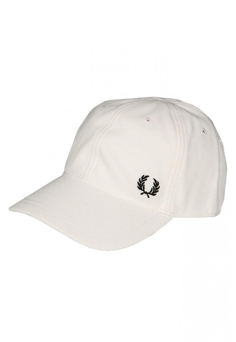 Белая бейсболка