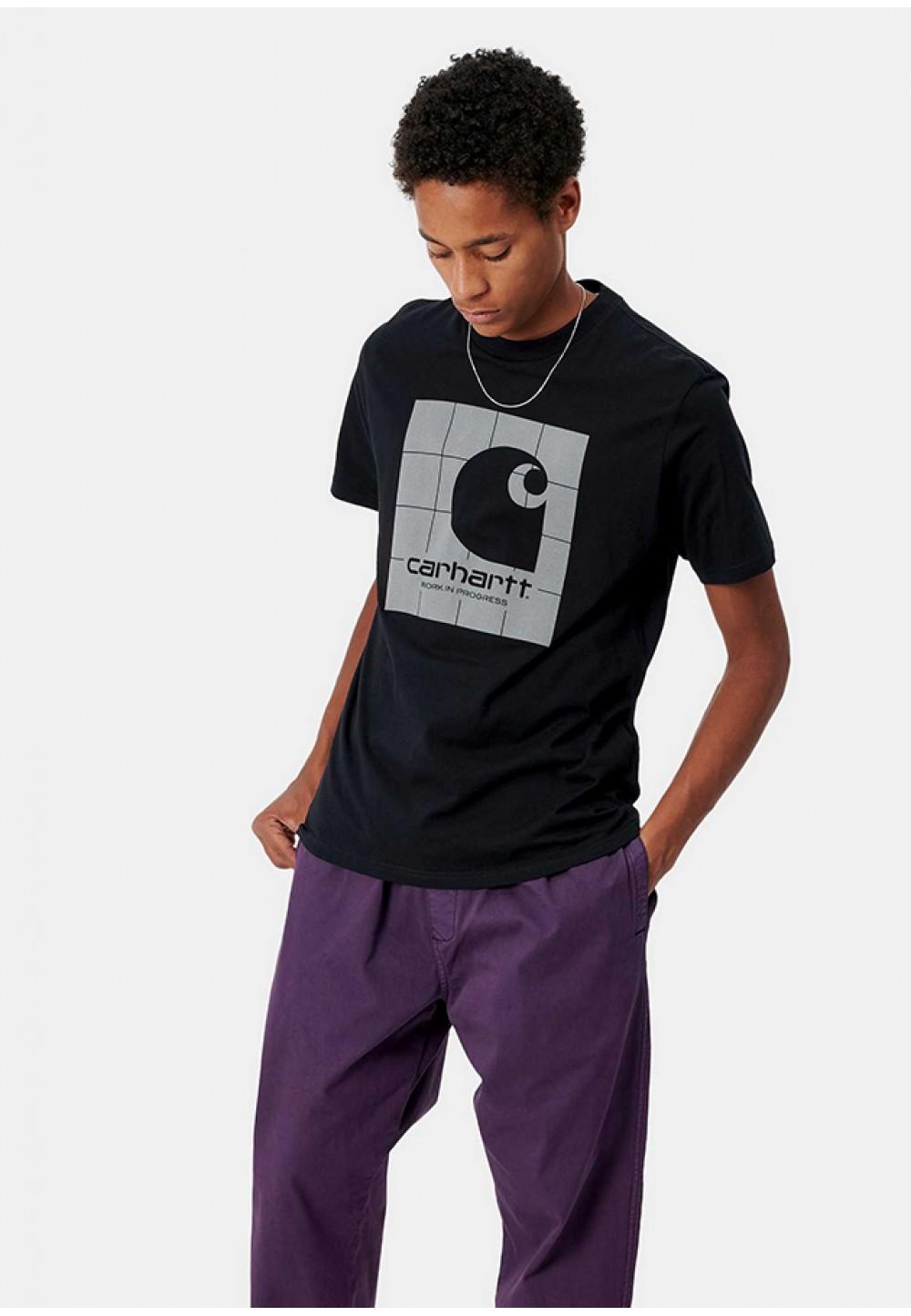 Черная футболка со светоотражающим принтом