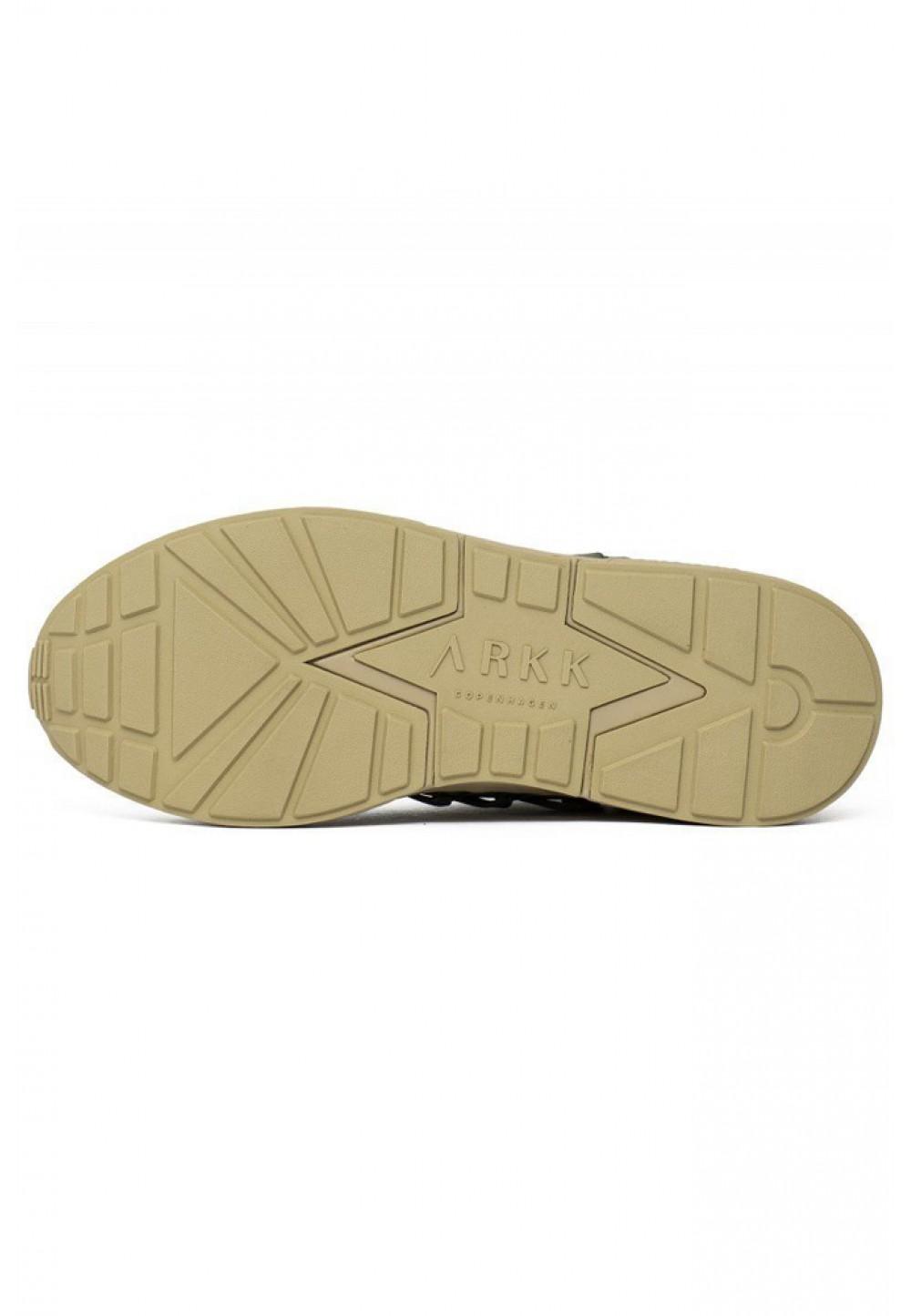 Зеленые кроссовки