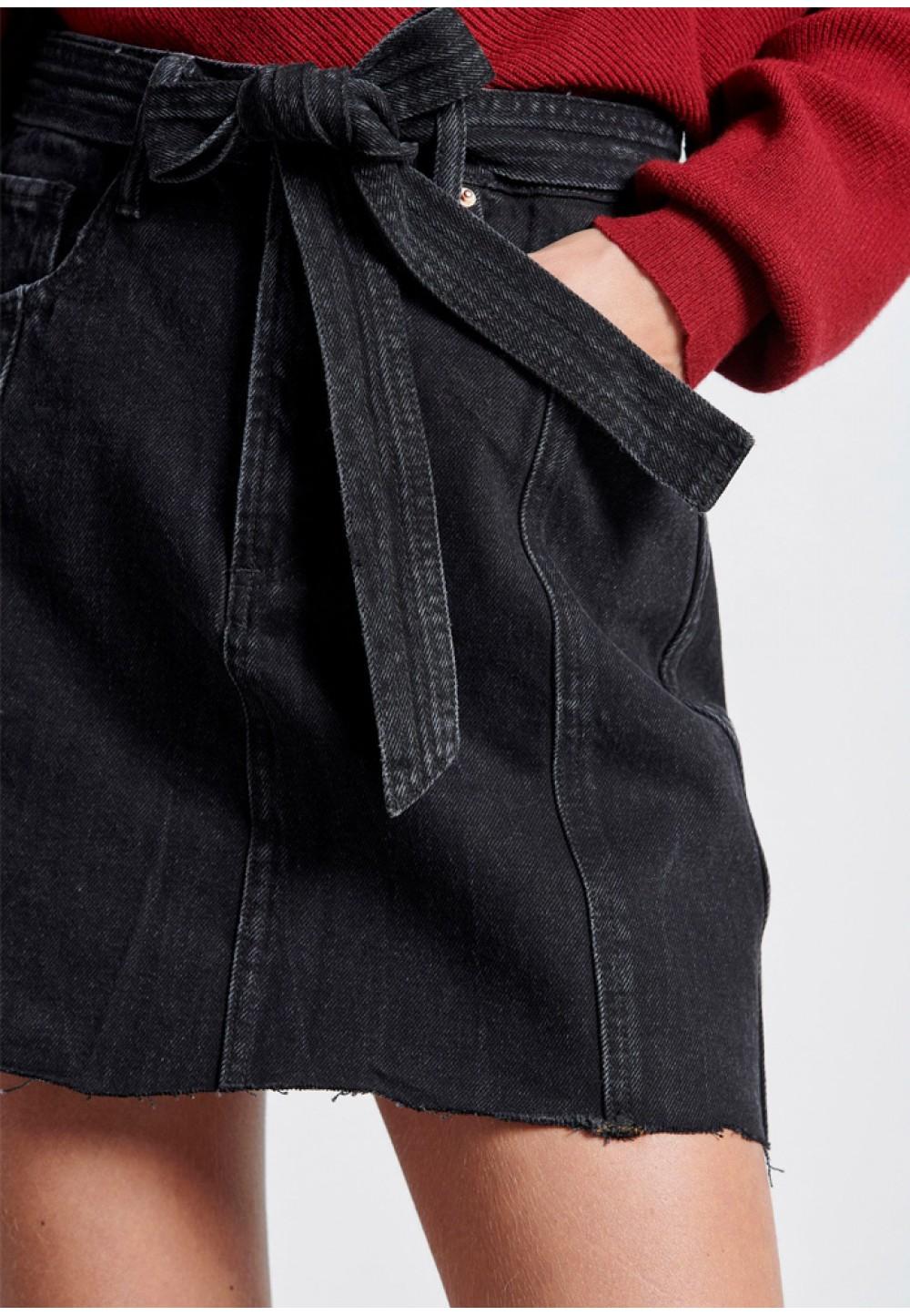 Чорна джинсова спідниця