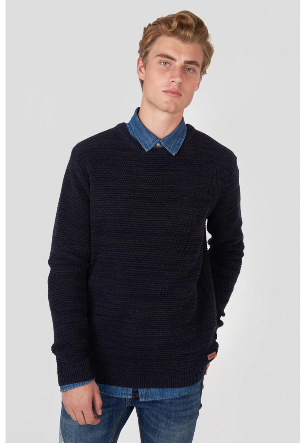 Темно-синий трикотажный свитер