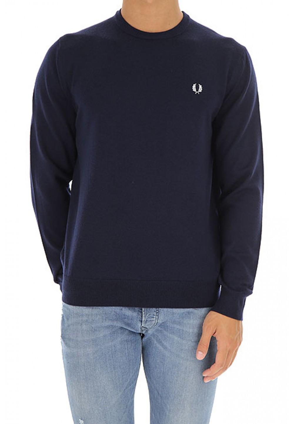 Темно-синий свитер с вышивкой