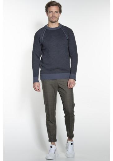 Сірий в'язаний светр
