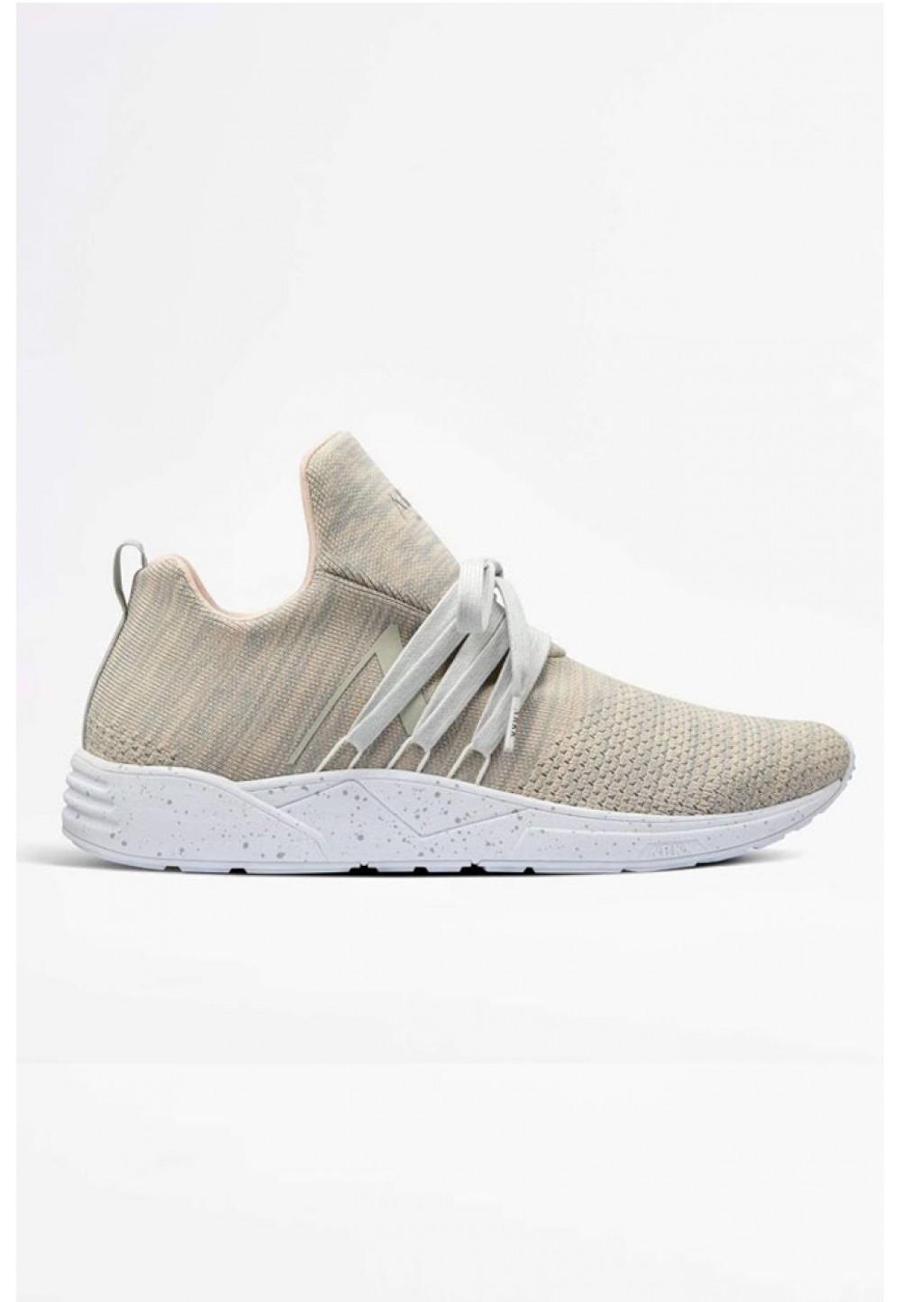 Бежевые кроссовки
