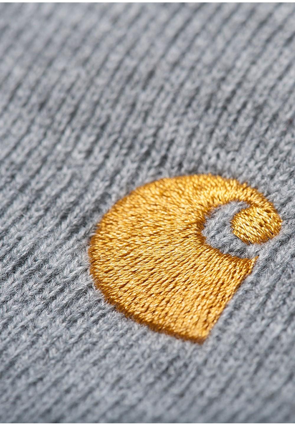 Серая шапка с вышивкой