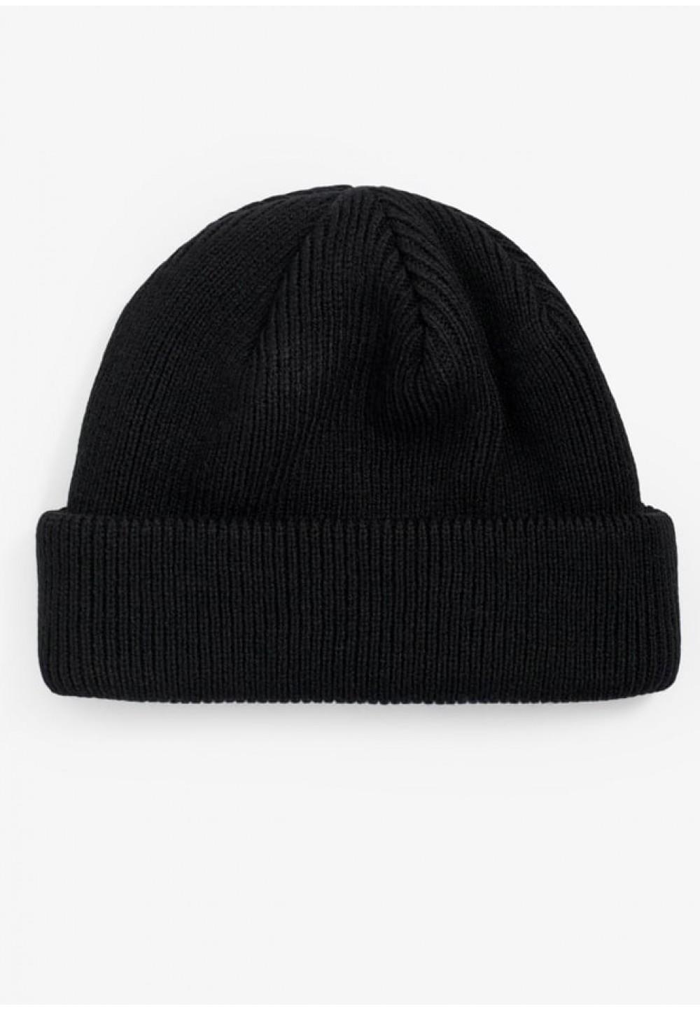 Стильная черная шапка с логотипом
