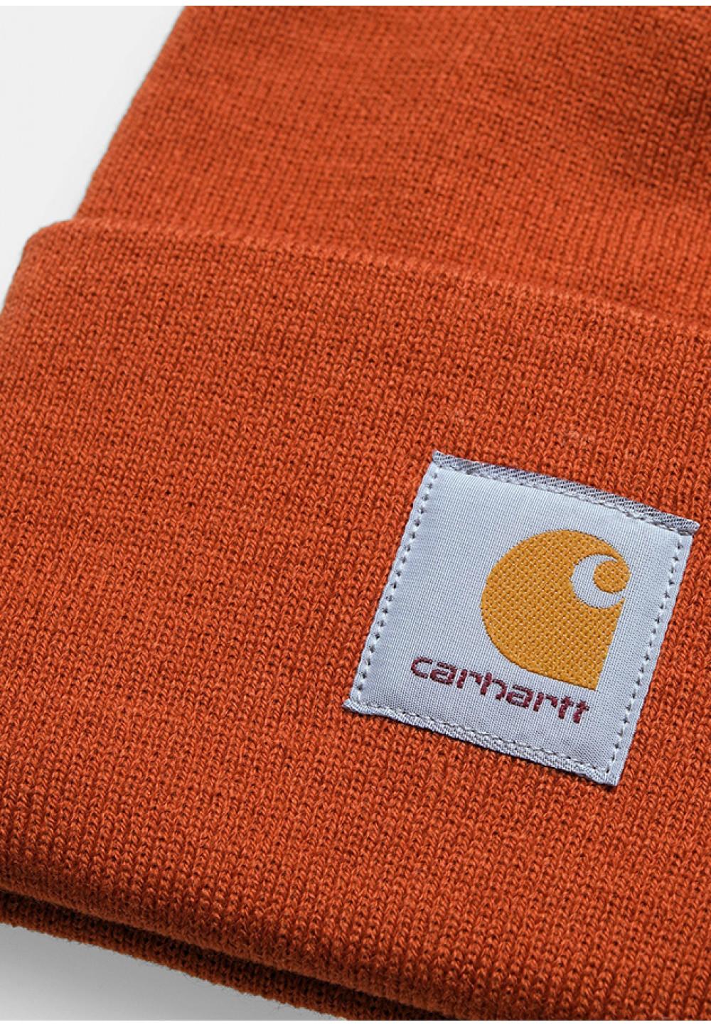 Яркая оранжевая шапка