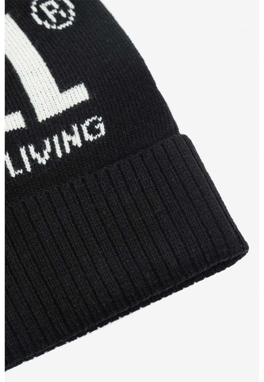Черная шапка бини с надписью