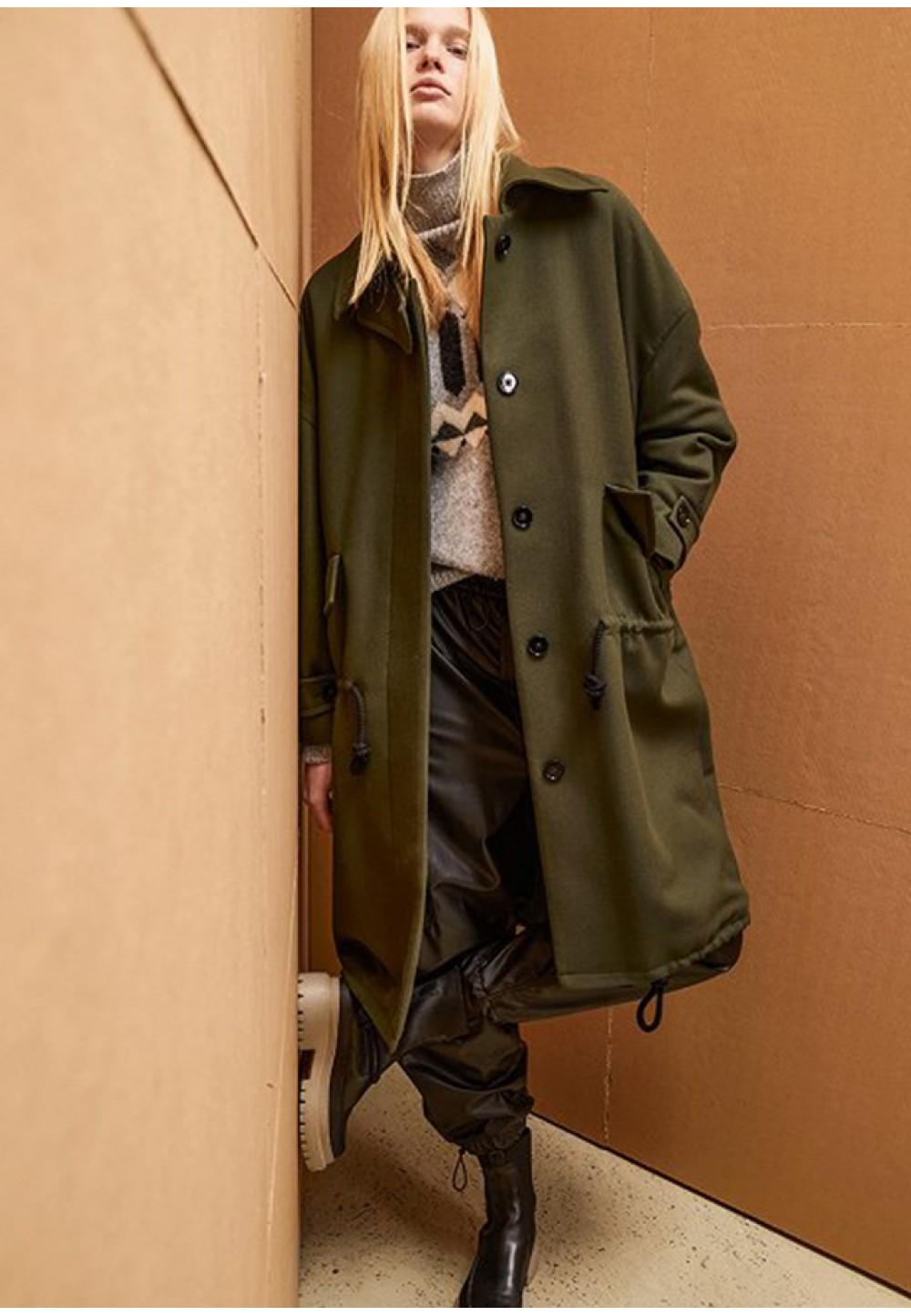 Женское пальто прямого кроя