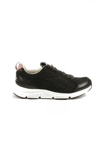 Черные кроссовки на высокой подошве