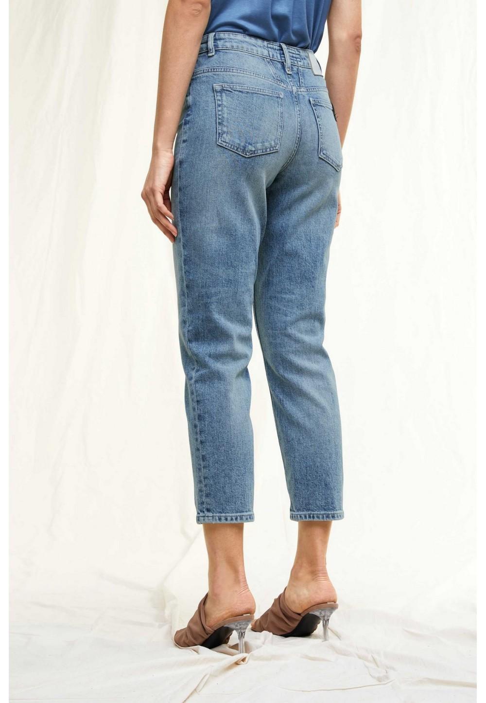 Женские джинсы Mom
