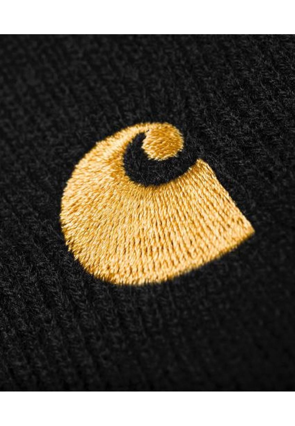 Чорна шапка з вишивкою бренду