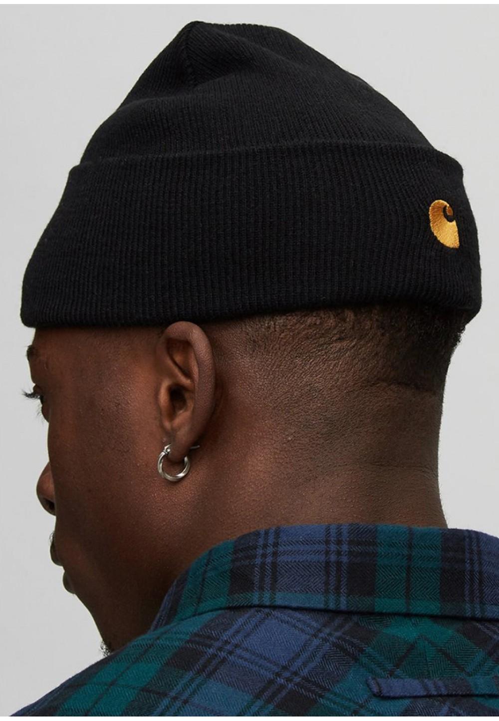 Черная шапка с вышивкой