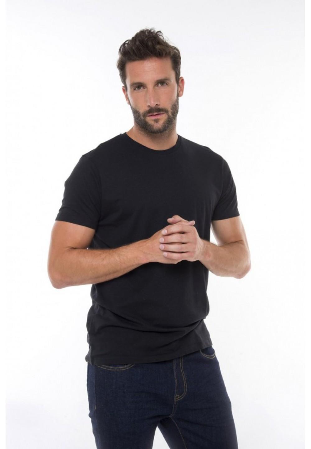 Черная классическая футболка