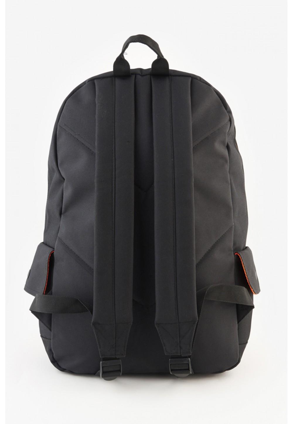 Черный рюкзак с надписью