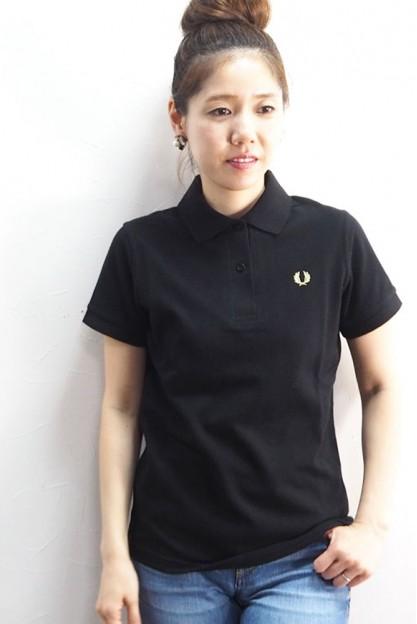 Черная футболка с классическим воротником