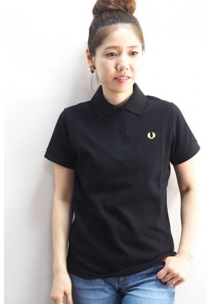 Чорна футболка з класичним коміром
