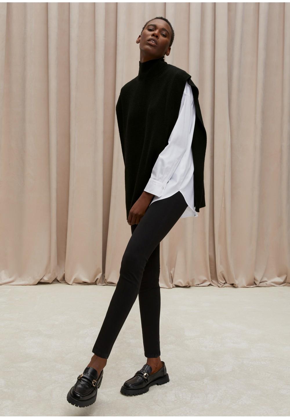 Жіночий комфортний светр-накидка