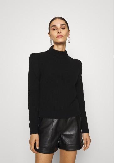 Женский свитер из шерсти