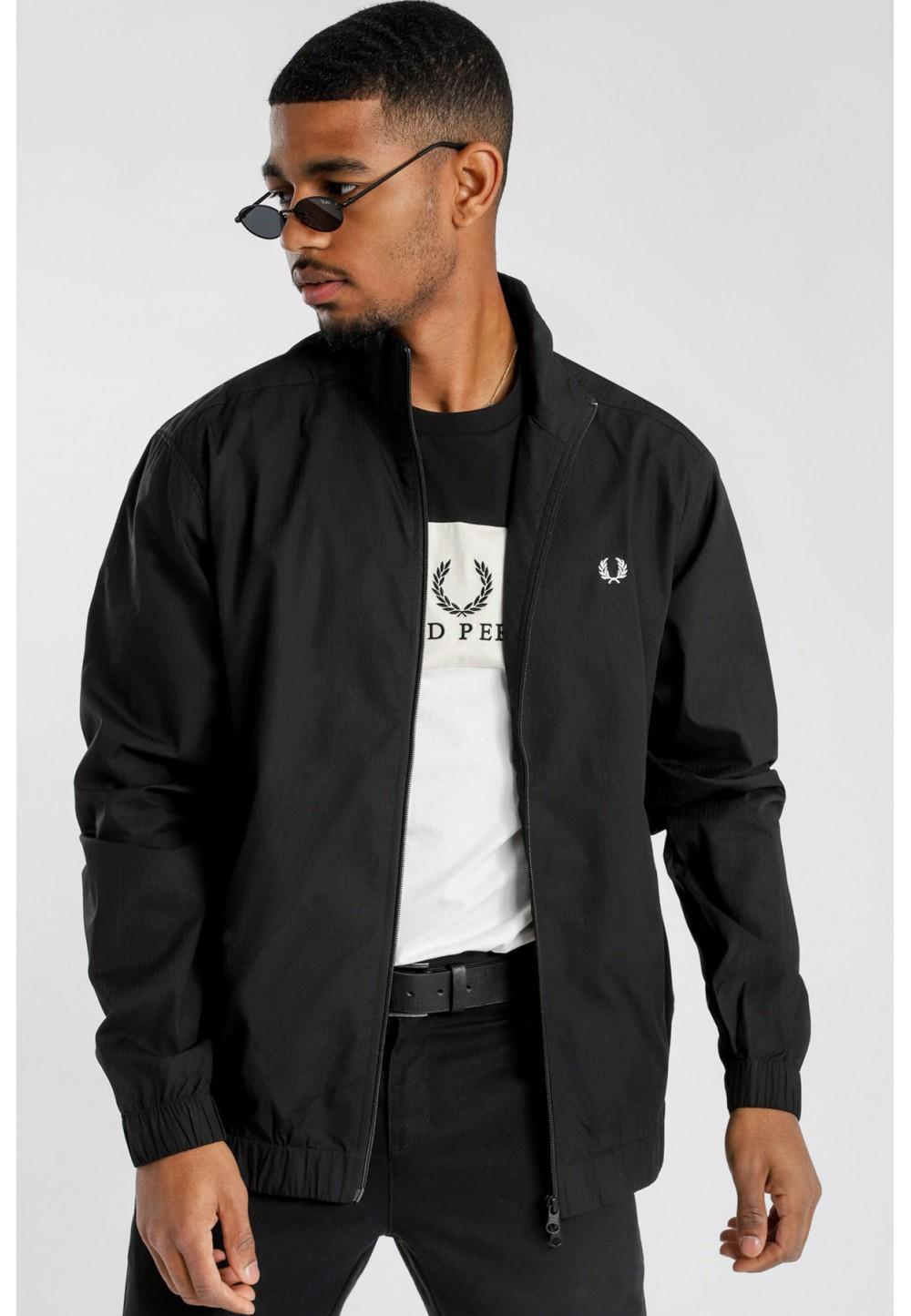 Черная куртка с вышивкой