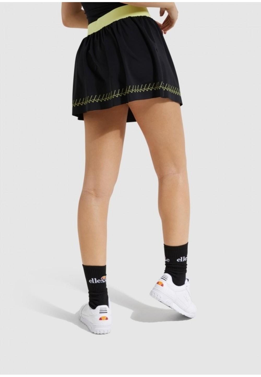Черная короткая юбка с ярким поясом