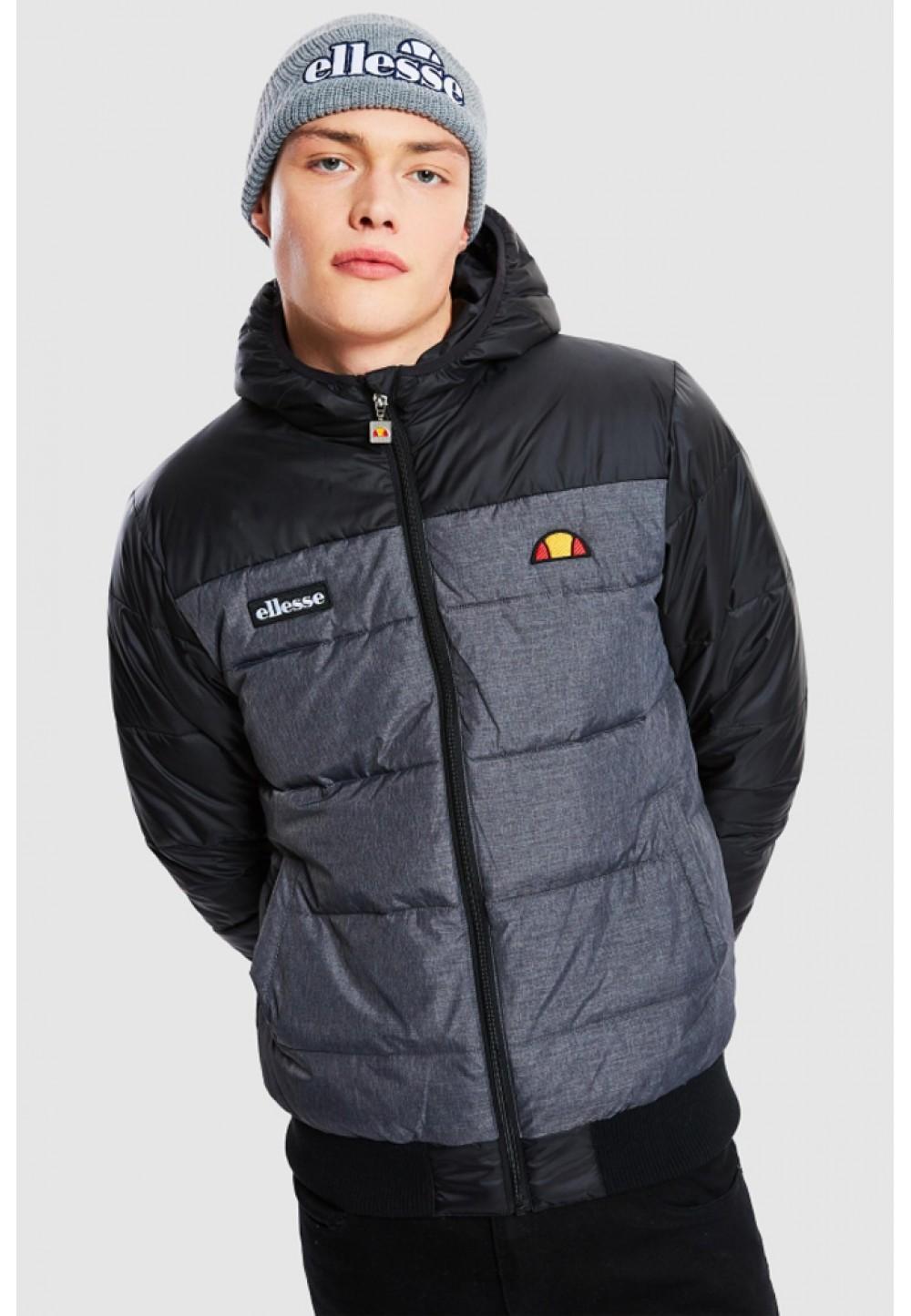 Черная стеганая куртка с капюшоном