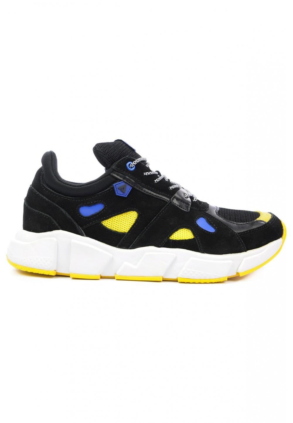 Черные кроссовки с высокой подошвой