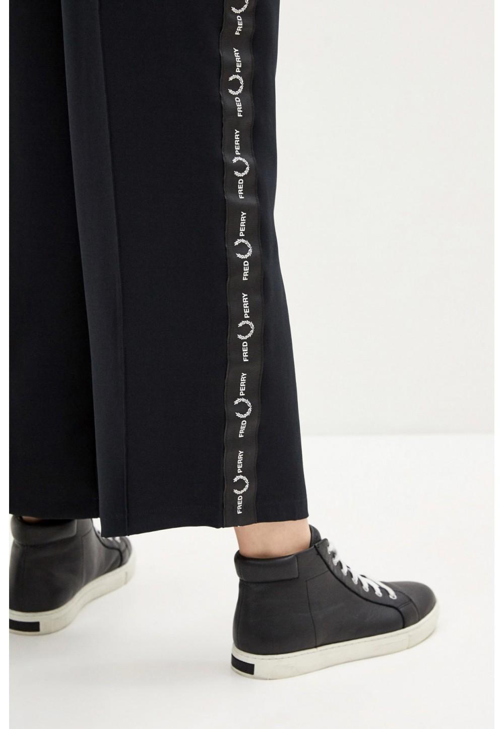Черные брюки свободного кроя