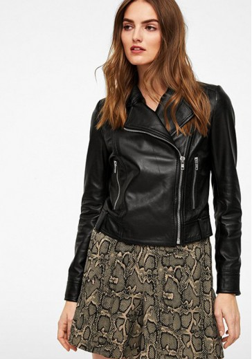 Чорна шкіряна куртка