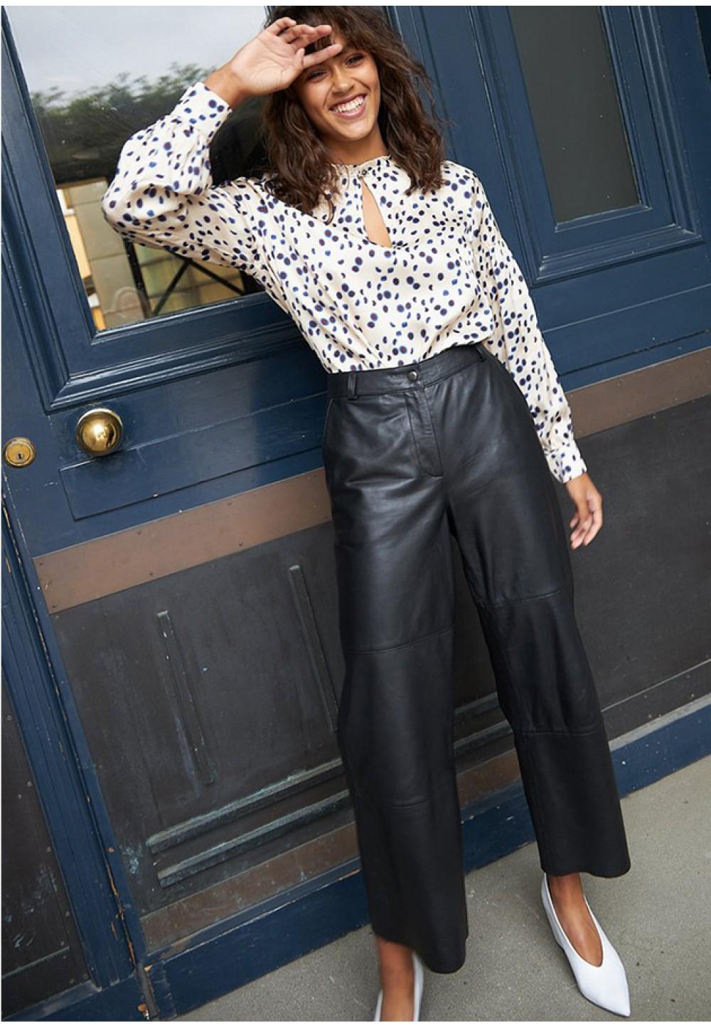 Широкие кожаные брюки высокой посадки