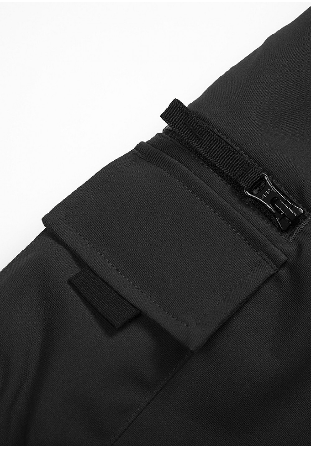 Чорні шорти з накладними кишенями