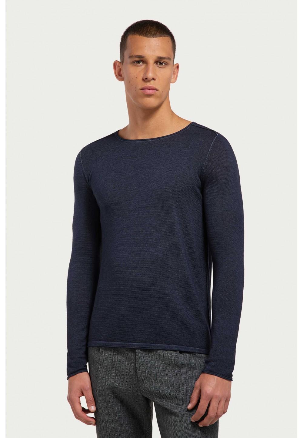 Синий свитер