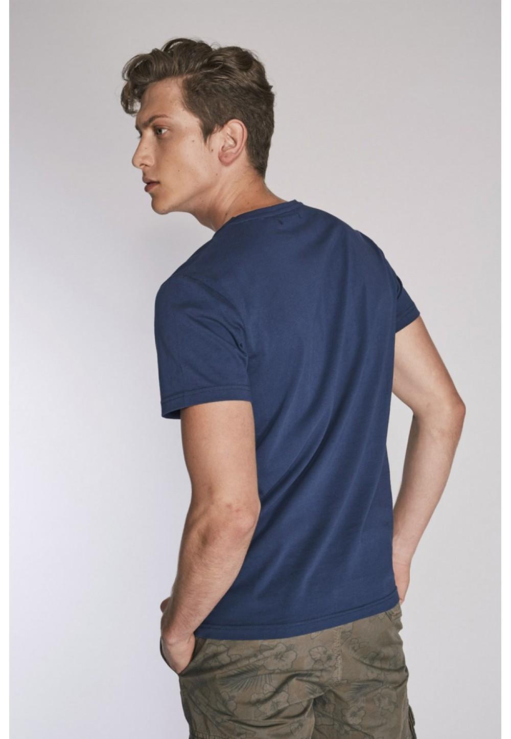 Синяя футболка с вышивкой