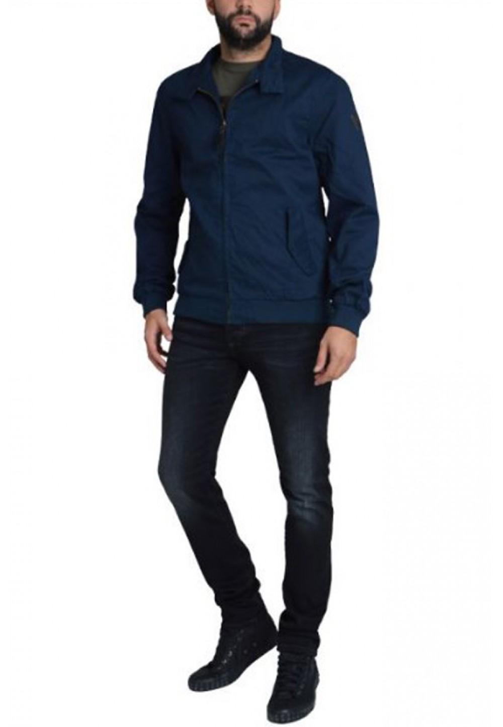Синяя куртка на молнии