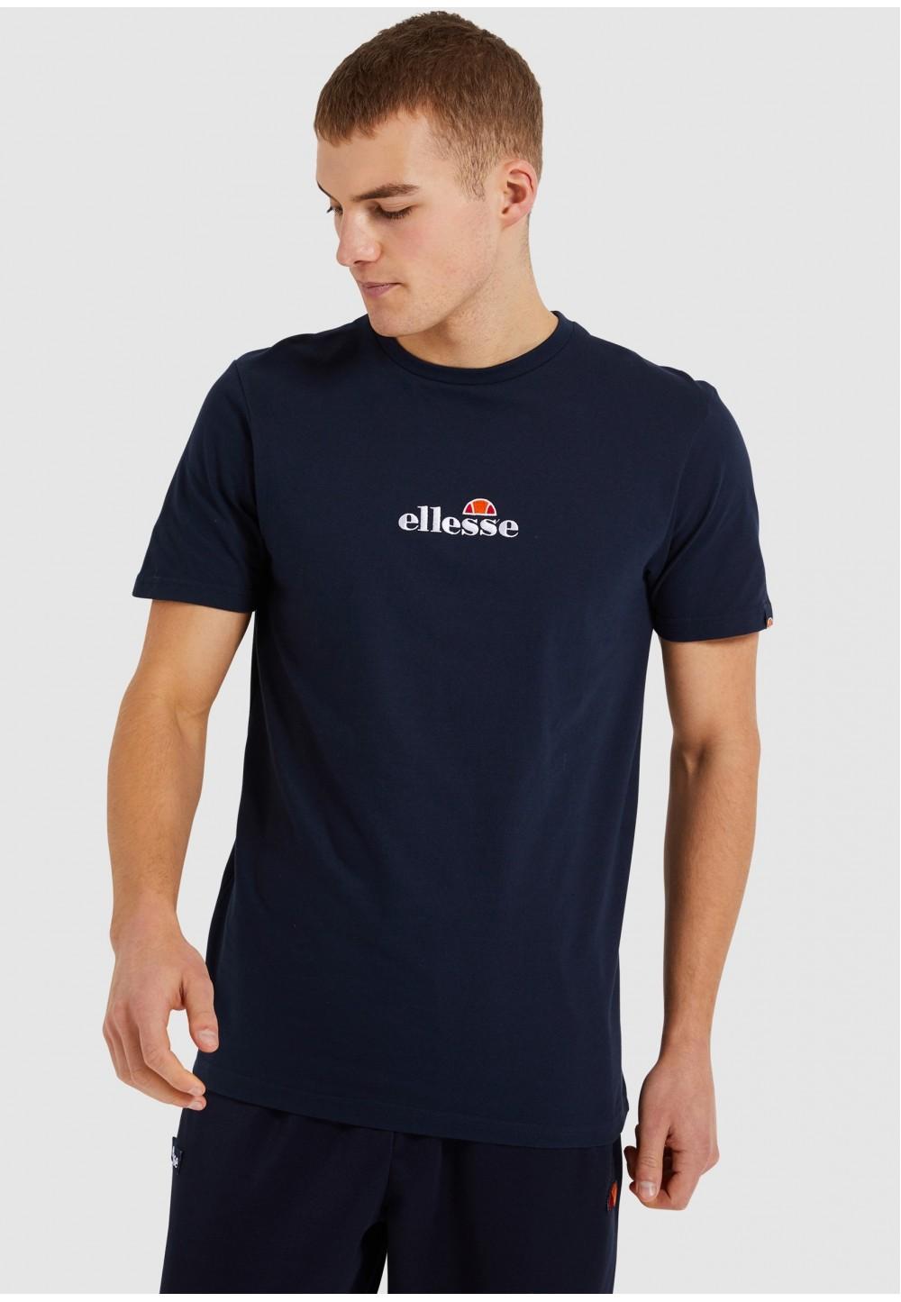 Синяя футболка с ярким логотипом на спине