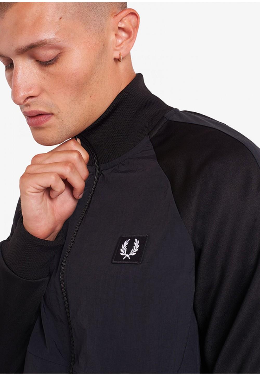 Черная олимпийка с логотипом на груди