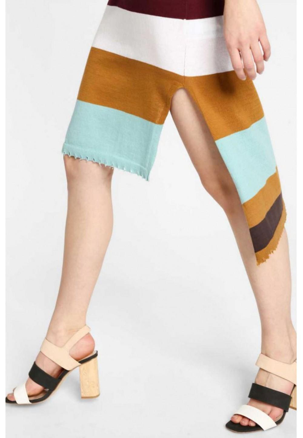 Платье в разноцветную полоску